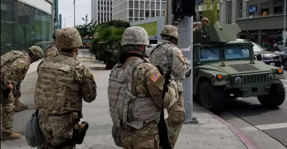The National Guard patrols Koreatown in Los Angeles on Monday to prevent any looting and plundering of Korean-run stores amid violent protests against the brutal murder of George Floyd in the United States. [YONHAP]