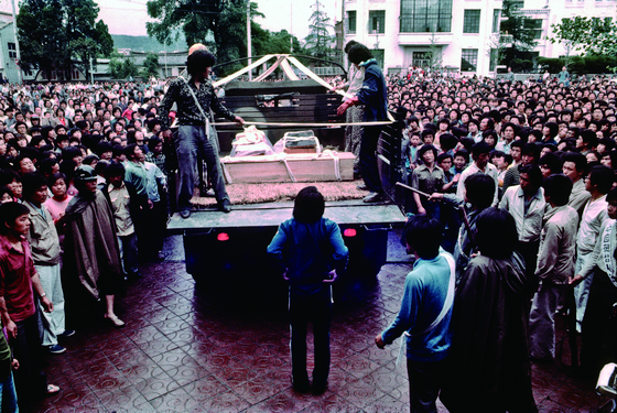 A coffin is loaded on a truck at the provincial office of South Jeolla to be taken for burial in May 1980.[ROBIN MOYER]