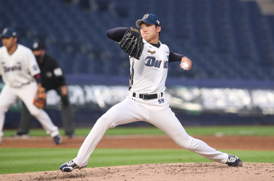 Koo Chang-mo of the NC Dinos throws a pitch during a game against the Kiwoom Heroes at Changwon NC Park in Changwon on May 26. [NEWS1]