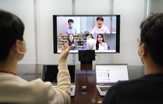 SK Telecom workers demonstrate its video job interviewing platform. [SK TELECOM]