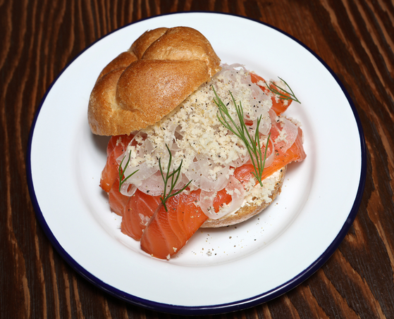 A salmon sandwich at Xesc Menzl. [PARK SANG-MOON]