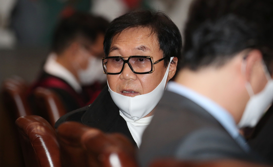 Singer Cho Young-nam attends his plea session at the Supreme Court on May 28. [YONHAP]
