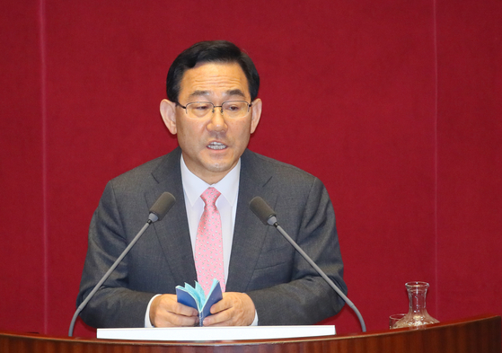 Rep. Joo Ho-young, floor leader of the main opposition United Future Party, speaks at the National Assembly on Friday. [YONHAP]