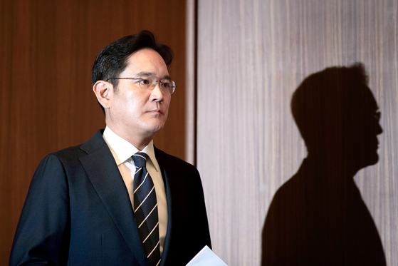 Samsung Electronics Vice President Lee Jae-yong makes a public apology over controversies related to his succession on June 6 at the Samsung building in Seocho District, southern Seoul. [JOONGANG ILBO]