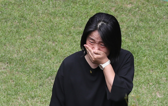 Democratic Party Rep. Yoon Mee-hyang is seen in tears at the Peaceful Our Home in Mapo District, western Seoul, Sunday after news of the death of the head of the shelter for comfort women victims run the Korean Council. [YONHAP]