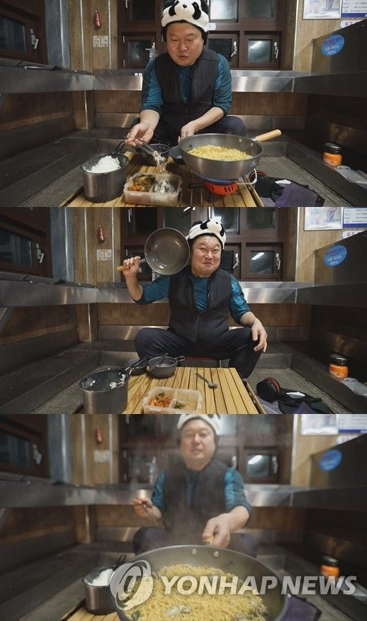 """Entertainer Kang Ho-dong on tvN show """"Ramyeonator."""" [YONHAP]"""