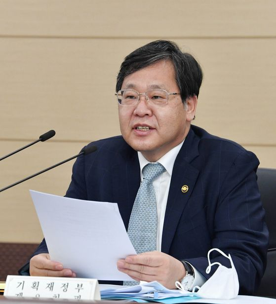 Vice Finance Minister AnIl-whan speaks at a meeting with senior ministry officials on June 9. [YONHAP]