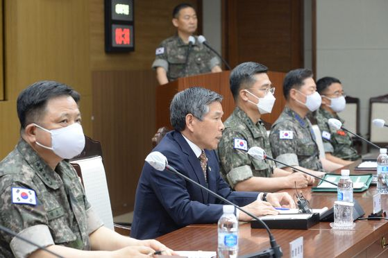 South Korea's Minister of National Defense Jeong Kyeong-doo on Wednesday delivers a statement on North Korea's recent actions at a meeting between top commanders at the Defense Ministry in central Seoul. [JOINT PRESS CORPS]