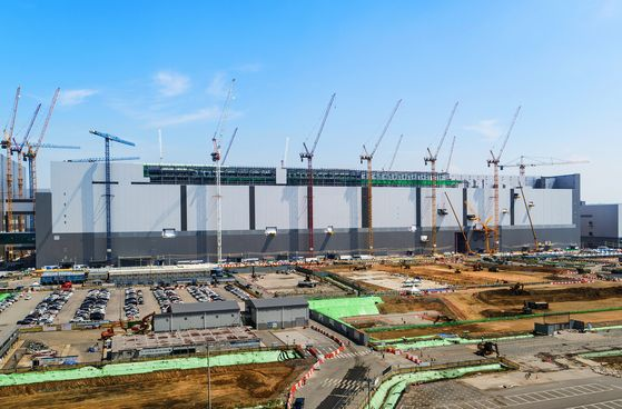 A second NAND flash production line is being built by Samsung Electronics in Pyeongtaek, Gyeonggi. [NEWS1]