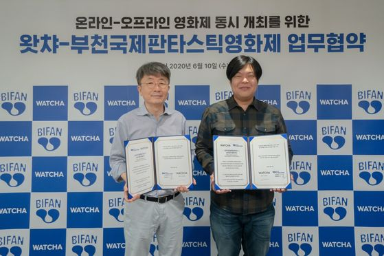 Shin Chul, festival director of Bucheon International Fantastic Film Festival, left, and Watcha CEO Park Tae-hoon signed a contract to collaborate together to host both online and offline film events on Wednesday.