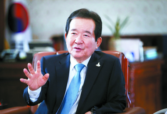 Chung Sye-kyun, prime minister of Korea, is interviewed by the JoongAng Ilbo on May 29. [OH JONG-TAEK]