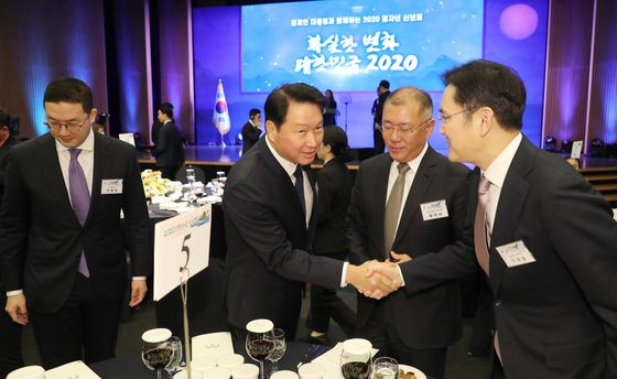 From left: LG Group Chairman Koo Kwang-mo, SK Group Chairman Chey Tae-won, Hyundai Motors Executive Vice Chairman Euisun Chung and Samsung Group Vice Chairman Lee Jae-yong. [YONHAP]