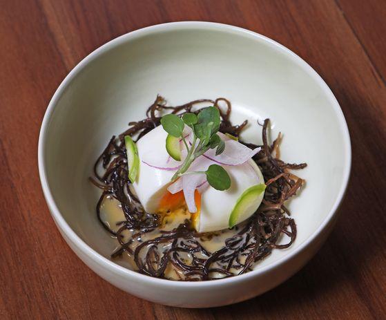 An egg appietizer at Sanok. [PARK SANG-MOON]