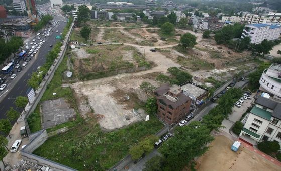 The Korean Air Lines plot in Songhyun-dong, Jongno District in central Seoul. The preliminary bid for the land closed on Wednesday without a single offer. The airline blames Seoul City's proposal last month to use the plot as a park. [YONHAP]