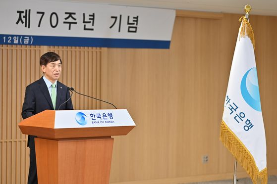 Bank of Korea Gov. Lee Ju-yeol speaks his commemorative speech to celebrate the bank's 70th anniversary on Friday at the bank's headquarters in Jung District in central Seoul.