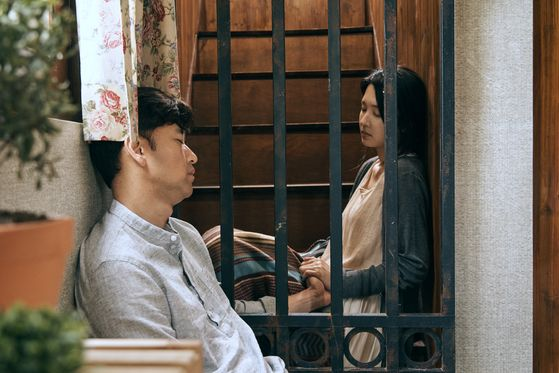 The young couple (played by Bae Soo-bin, left, and Cha Su-yeon) are new to the town, but the villagers soon find out a secret which leads to a town meeting about letting the couple stay in the town. [ACEMAKER MOVIEWORKS]