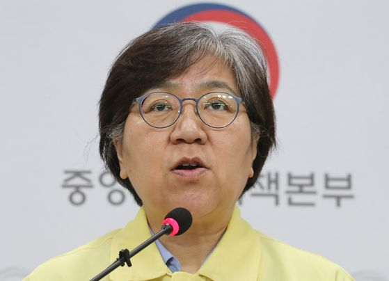 Korea Centers for Disease Control and Prevention Director Jung Eun-kyeong gives a daily press briefing on Covid-19 outbreak at the center's headquarters in Jeongju, North Chungcheong on Friday.  [YONHAP]