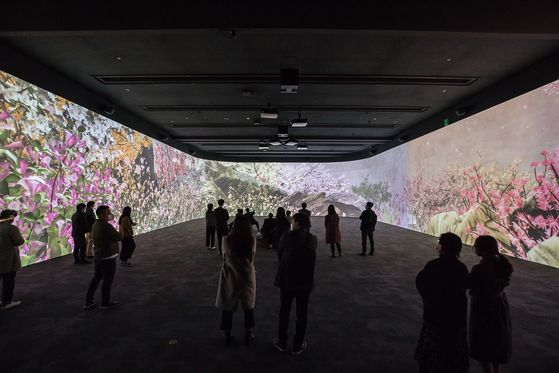 A viewing room created anew last month at the National Museum of Korea in central Seoul as part of its immersive digital gallery project. [NATIONAL MUSEUM OF KOREA]