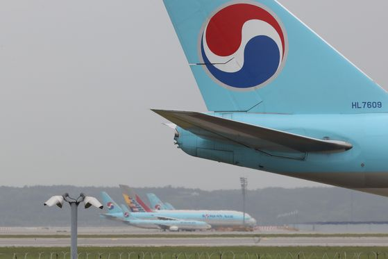 Korean Air Lines carriers parked at Incheon International Airport last month. [YONHAP]