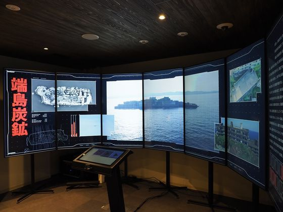 An exhibition on Hashima Island at Japan's Industrial Heritage Information Centre in Tokyo introducing 23 facilities from the Meiji Industrial Revolution designated as Unesco World Heritage sites which opened Monday. Seoul protested that the center failed to acknowledge the brutal conditions faced by forced labor victims during World War II. [JOONGANG ILBO]