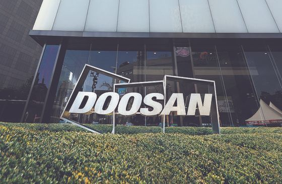 Doosan Tower in central Seoul on Tuesday. Doosan Engineering and Construction is spinning off assets to sell. [YONHAP]