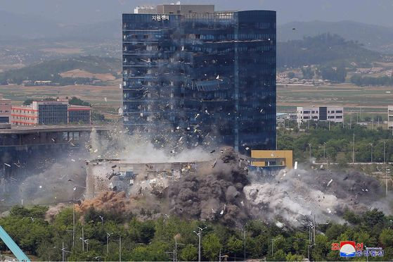A screen capture from a North Korean state television broadcast from Wednesday shows the North's demolition of the inter-Korean liaison office on Tuesday afternoon. [YONHAP]