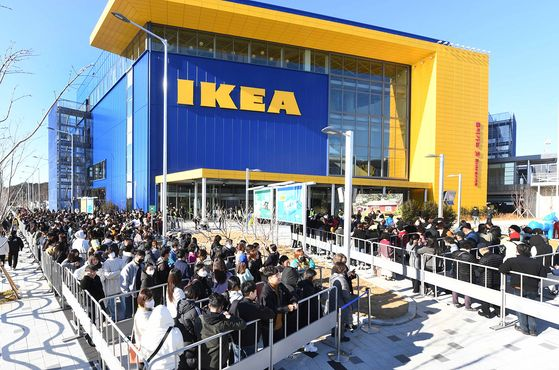 A large crowd in front of IKEA's Dongbusan branch in Busan as it opens on February 13. [IKEA]
