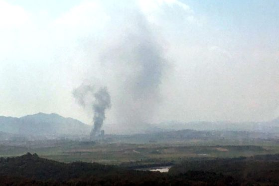 Smoke rises from the Kaesong Industrial Complex on Tuesday afternoon after North Korea demolished the inter-Korean liaison office in the zone. [YONHAP]