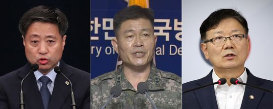 Yoon Do-han, Blue House communications chief, left, Maj. Gen. Jeon Dong-jin, operations director at Seoul's Joint Chiefs of Staff, center, and Suh Ho, vice unification minister, deliver their respective statements on Wednesday condemning the North's various provocations. [YONHAP]