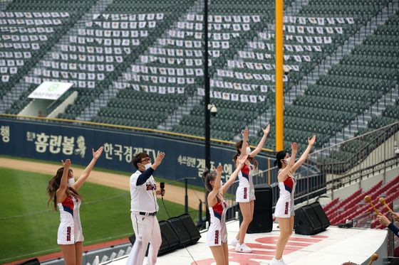 The Doosan Bears cheerleading squad performs to an empty stadium at Jamsil Baseball Stadium in southern Seoul on May 31. [YONHAP]