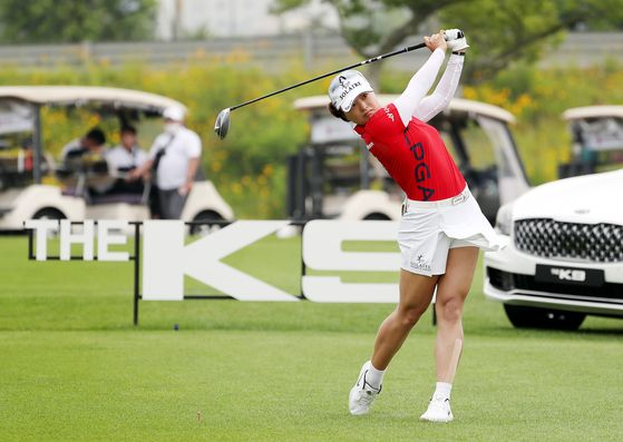 World No. 1 Ko Jin-young watches her shot during the first round of the 34th Kia Motors Korea Women's Open at Bear's Best CheongNa Golf Club in Incheon on Thursday. [YONHAP]