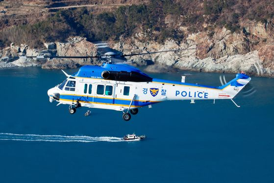 A KUH-1P police helicopter from Korea Aerospace Industries (KAI) flies across the South Sea and Samcheonpo Port on June 17. [KAI]