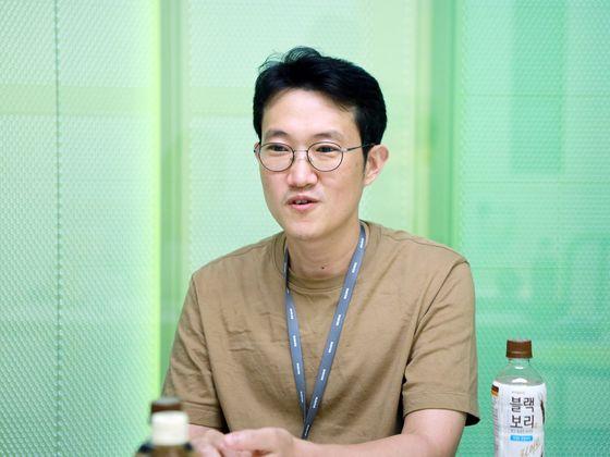 Baek Jong-won, tech head of Naver's mobile app, discusses the KI-Pass at Naver's headquarters in Bundang, Gyeonggi, on Thursday.