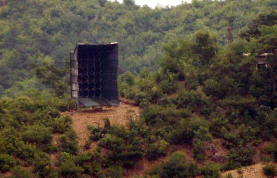 A North Korean loudspeaker sits on a hill in the demilitarized zone in Kaepoong County, North Hwanghae Province, after being installed on Monday afternoon. [YONHAP]