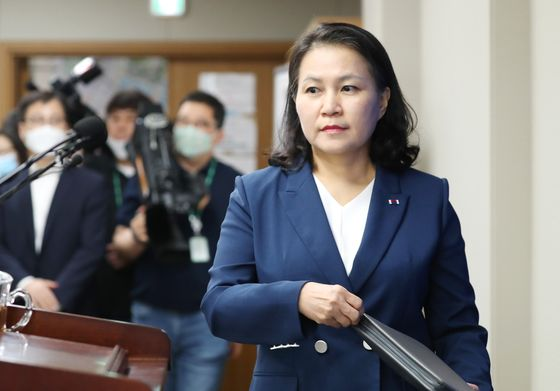 Korea Trade Minister Yoo Myung-hee prepares to announce that she is running for WTO director-general at the Trade Ministry's office in Sejong on Wednesday. [YONHAP]