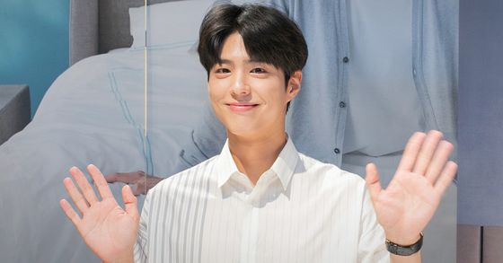 Park Bo-gum is to begin his mandatory military duty from Aug. 31, his agency Blossom Entertainment officially announced on Thursday. [NEWS1]