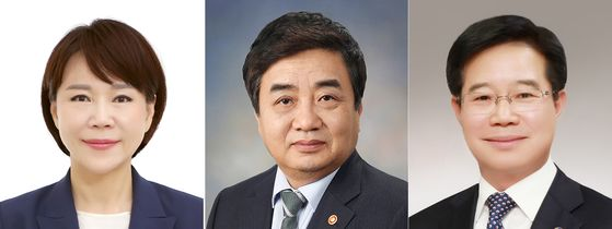 From left, Jeon Hyun-heui, who's been named by President Moon Jae-in to lead the Anti-Corruption and Civil Rights Commission; Han Sang-hyuk, chairman of the Korea Communications Commission; and Kim Chang-yong, picked as the new commissioner general of the Korean National Police Agency. [YONHAP]