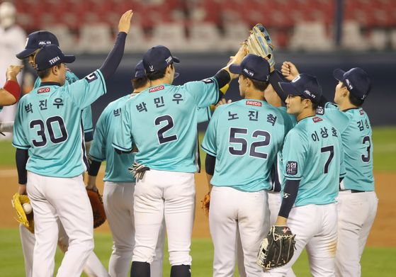 The NC Dinos celebrate after picking up a 9-3 win against the Doosan Bears at Jamsil Baseball Stadium in southern Seoul on Friday. [YONHAP]