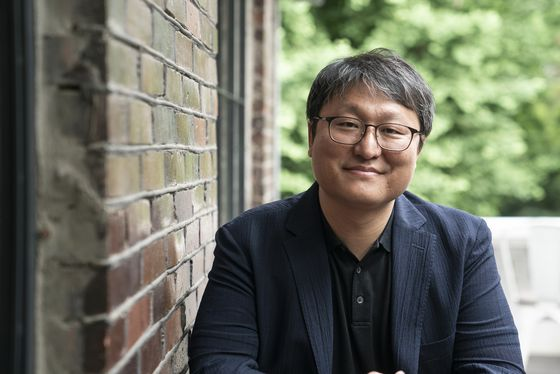 """Director Cho Jung-lae's latest film, """"The Singer,"""" is set to arrive in theaters on July 1. [LITTLE BIG PICTURES]"""