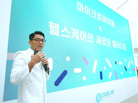 Chunlab CEO Chun Jung-sik gives a presentation at the healthcare service's launch event in Gangnam District, southern Seoul on Tuesday. [CHUNLAB]