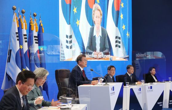 President Moon Jae-in, center, speaks at the Blue House in a virtual summit with European Union leaders Tuesday as Korea and EU this year mark the 10th anniversary of signing a bilateral free trade agreement (FTA) and forging strategic partnerships. [YONHAP]