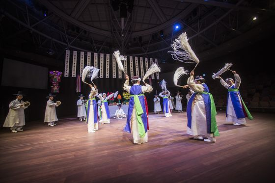 "Traditional shaman ritual ""Donghaean Byeolshingut"" will be staged on July 5 at the National Theater of Korea in central Seoul. [NATIONAL THEATER OF KOREA]"