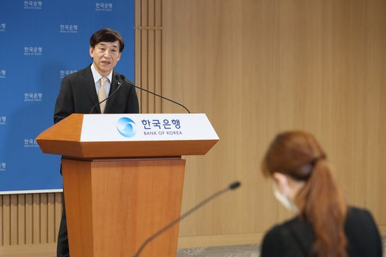 The governor of Bank of Korea, Lee Ju-yeol gives a briefing at the central bank in Jung-District, central Seoul. [BANK OF KOREA]