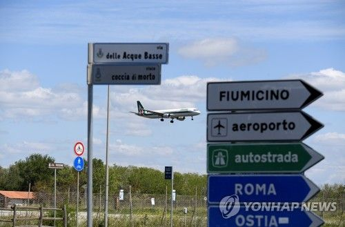 In this May 3 file photo, a plane lands at the Fiumicino airport, in Rome, Italy. [REUTERS/YONHAP]