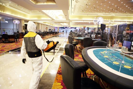 An employee disinfects poker tables inside state-run casino Kangwon Land in Gangwon province on Wednesday. The casino, the only one in the country where Koreans are legally allowed to gamble, will soon reopen after closing on Feb. 23. [NEWS1]