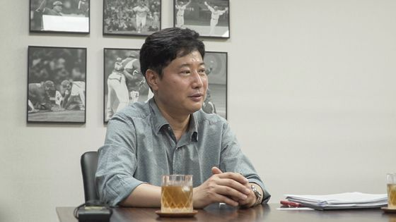 Ryu Dae-hwan, secretary general of the KBO, speaks during an interview with Korea JoongAng Daily on June 19. [JEON TAE-GYU]
