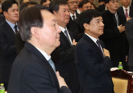 In this file photo, Prosecutor General Yoon Seok-youl, left, and Seoul Central District Prosecutors' Office Chief Lee Sung-yoon, right, attend a meeting on Feb. 10, 2020 at the Supreme Prosecutors' Office.  [YONHAP]