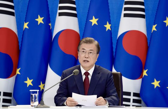 President Moon Jae-in speaks on North Korea to European Union leaders in a virtual summit at the Blue House on Tuesday. [YONHAP]