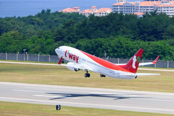 T'way Air aircraft taking off from Yangyang International Airport in Gangwon on June 26. [YONHAP]
