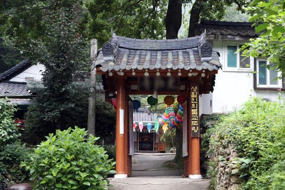 At least 49 coronavirus infections in Gwangju appear to be linked to the city's Gwangreuk Temple, pictured above. [YONHAP]